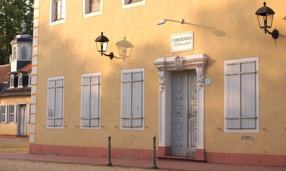 Eingangstür zum Comoedienhaus Wilhelmsbad