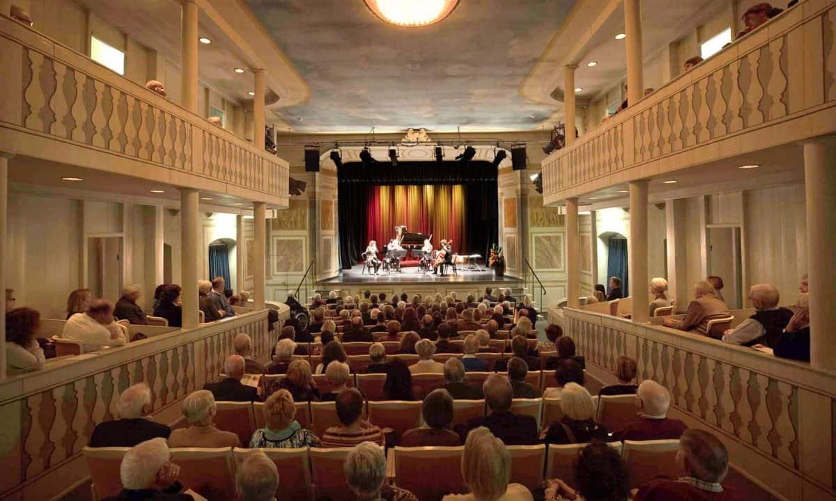 Das Publikum erfreut sich bei einem spanischen Kammermusikabend