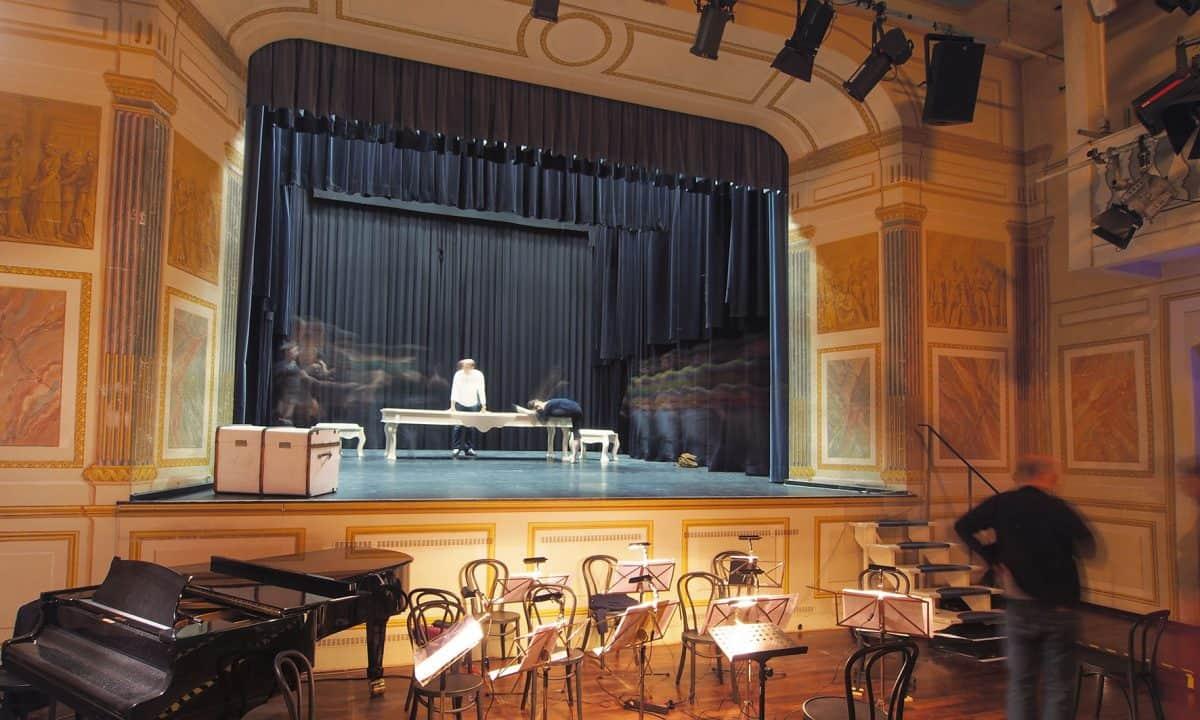 Bühnenbild mit Orchestergraben bei der Wertheriade