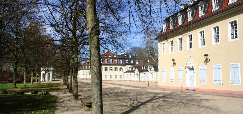 Staatspark Wilhelmsbad mit Comoedienhaus vorne rechts