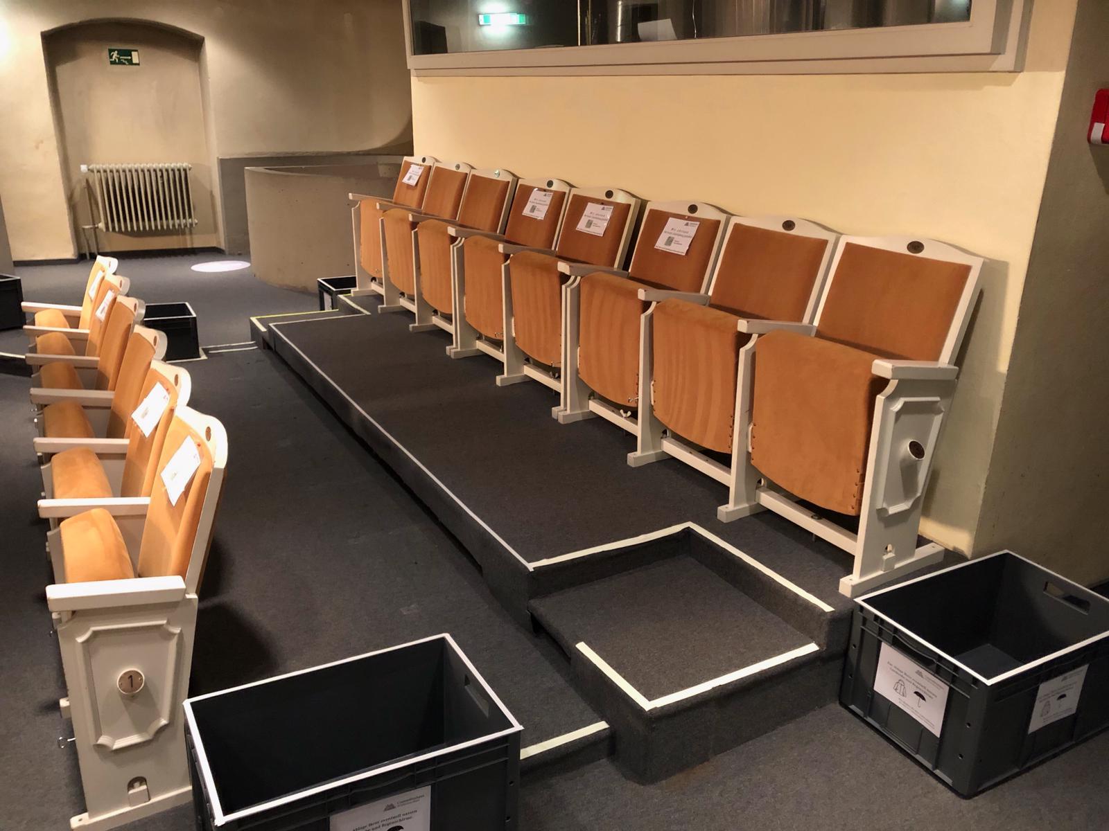 Corona-konformer Abstand zwischen den Sitzreihen im Comoedienhaus Wilhelmsbad